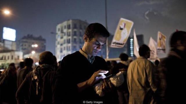 """Ai Cập từng sử dụng """"nút chết"""" để tắt toàn bộ mạng Internet trên toàn quốc trong phong trào Mùa xuân Arab (2011)."""