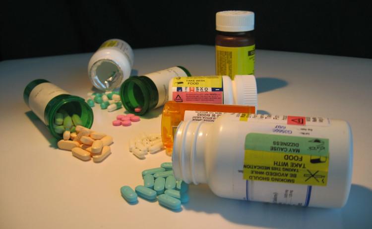 Hầu hết những người có HIV hiện nay sẽ phải uống thuốc kháng virus ARV để điều trị.