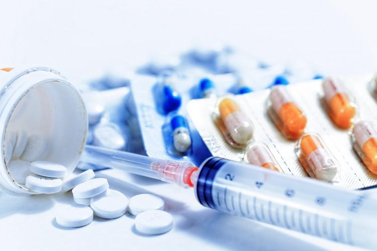 ARV là loại thuốc có khả năng ngăn chặn quá trình sao chép và nhân lên của virus HIV.
