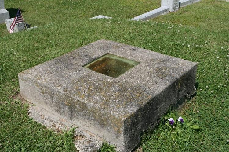 Ngôi mộ của bác sĩ Timothy Clark Smith tại nghĩa trang Evergreen, Mỹ.