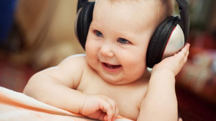 Trẻ nhận ra tiếng mẹ đẻ của mình, khi được nói bởi mẹ của mình và cả khi người khác nói.