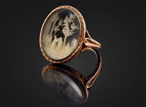 Chiếc nhẫn vàng Napoleon Bonaparte tặng cho Caroline du Colombier.