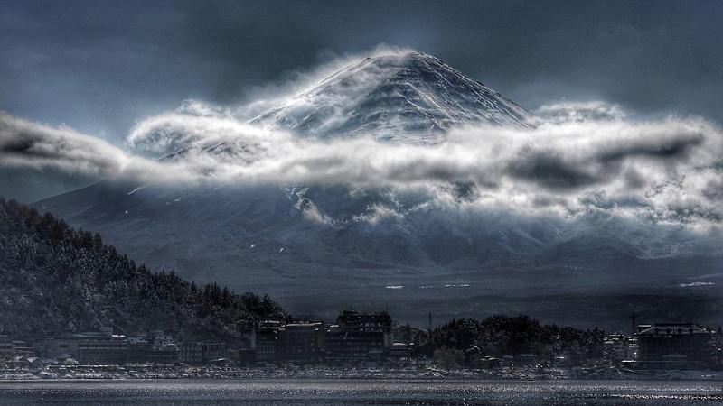 Núi Phú Sĩ ở Nhật Bản trở nên khác lạ trong bức hình này.
