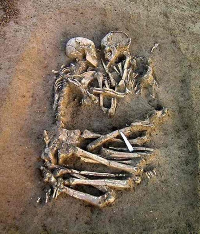 Rõ ràng, cái chết không thể chia lìa họ.