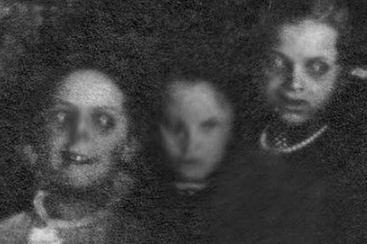 Kĩ thuật nhiếp ảnh thời sơ khai cũng tạo ra nhiều tác phẩm kinh dị đến lạnh người thế này.