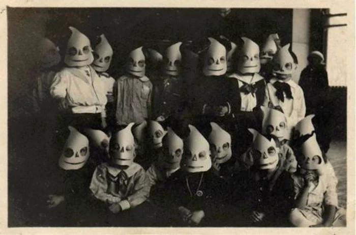 Tiệc hóa trang Halloween thời xưa?