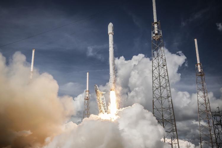Tên lửa sử dụng năng lượng từ phản ứng hóa học đốt nhiên liệu để cung cấp nhiệt, đẩy không khí ra phía sau động cơ.