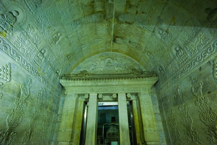 Những nét chạm khắc tỉ mỉ bên trong lăng mộ Càn Long.