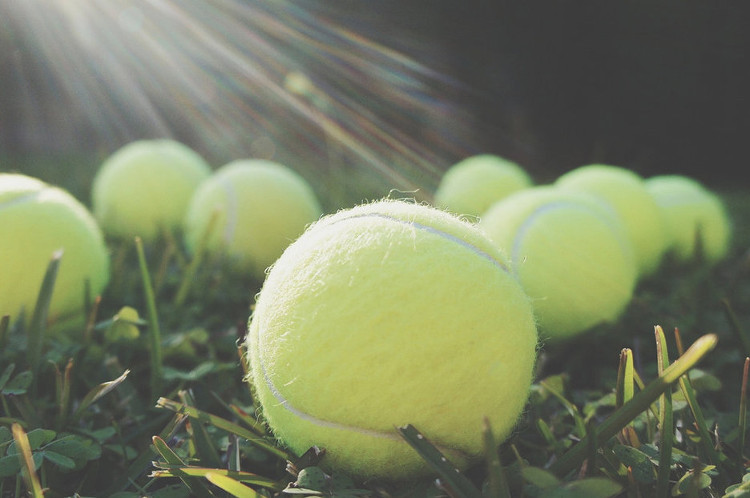 Một quả bóng tennis sẽ giúp việc xoa bóp vùng cơ thể đau nhức của bạn đạt hiệu quả cao hơn.