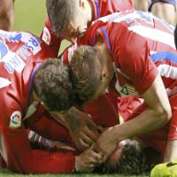 Tại sao cầu thủ bị chấn thương đầu lại dễ tuột lưỡi và tử vong?