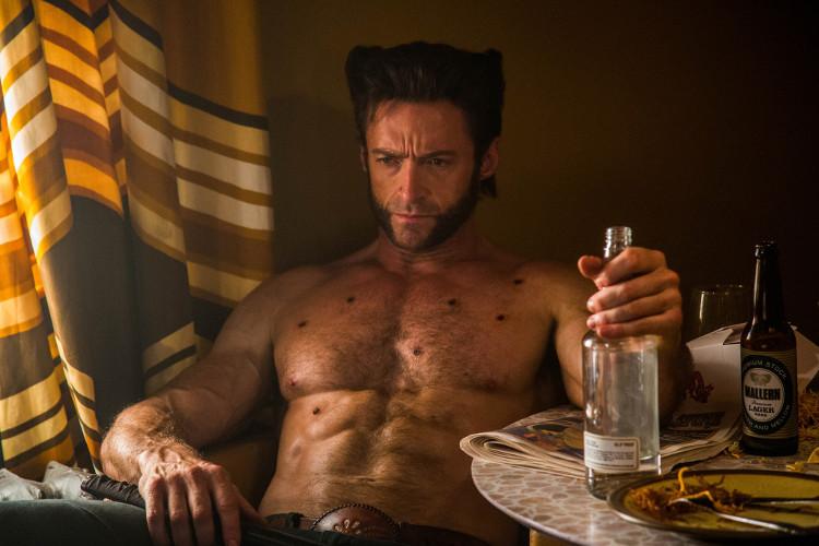 Wolverine mất vài giây để đóng miệng vết thương do đạn bắn.