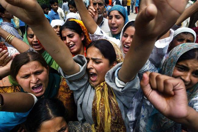 Tại nhiều quốc gia, ngày mùng 8/3 cũng là thời điểm diễn ra nhiều cuộc đàn áp, tấn công phụ nữ.