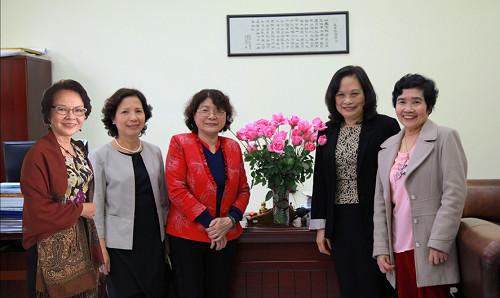 5 nhà khoa học nữ có nhiều đóng góp trong nghiên cứu khoa học và công nghệ nano ở Việt Nam.