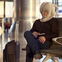 Gối du lịch hình thù kỳ lạ giúp du khách ngủ ngon