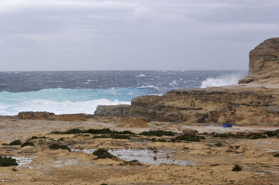 Tuy nhiên, biển động mạnh, sóng lớn đã khiến mái vòm nổi tiếng này sụp đổ hôm 8/3.