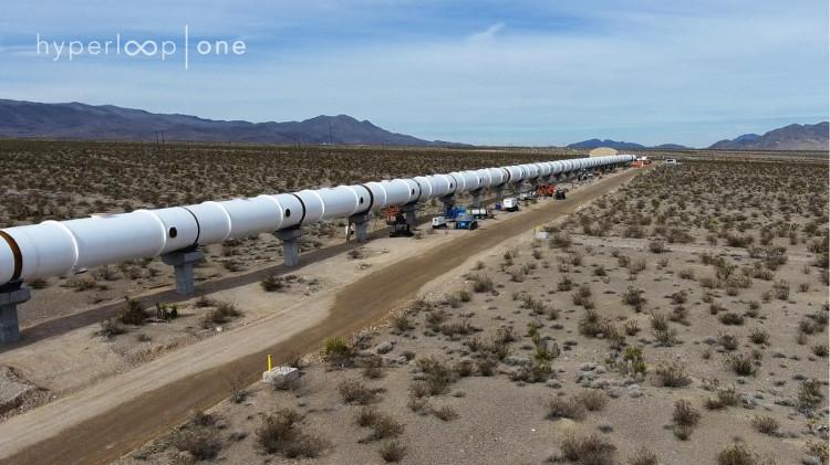 Dự kiến được mở cửa vào năm 2020, Hyperloop sẽ kết nối hai thành phố lớn nhất của bang California.