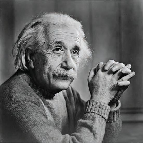 Einstein đã là một người nổi tiếng với trí tuệ siêu việt, một người luôn hết mình cho khoa học.