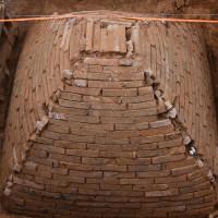Ngôi mộ kim tự tháp dưới công trường xây dựng Trung Quốc