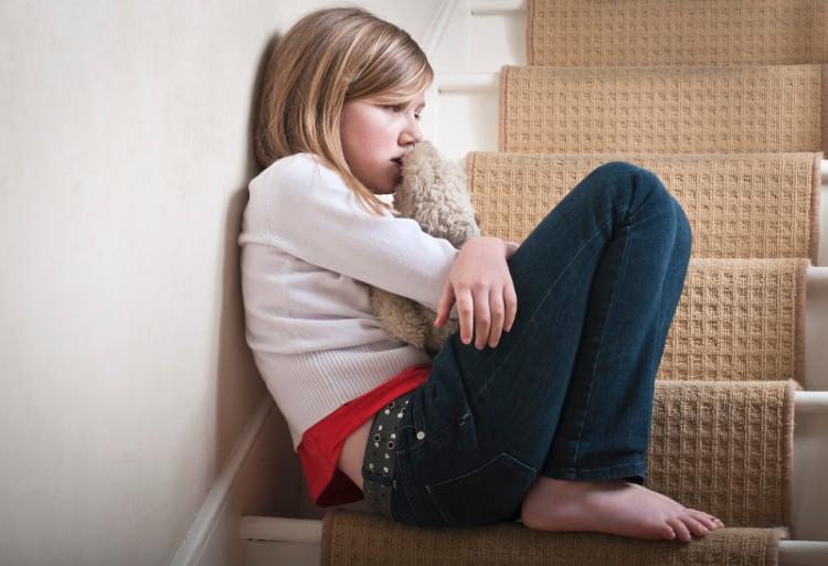 Phụ huynh nên dạy trẻ chú ý không nên chạm vào vùng nhạy cảm của người khác.