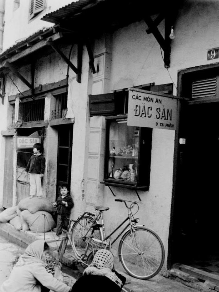 Hè phố Tạ Hiện, đầu thập niên 1980.