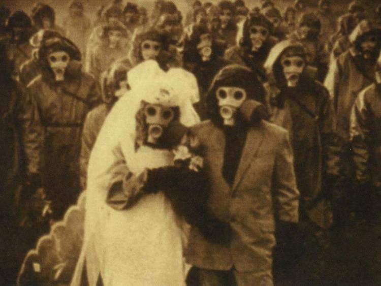 Một đám cưới trên đảo Izu, Nhật Bản giống hệt như đám cưới trong phim kinh dị.