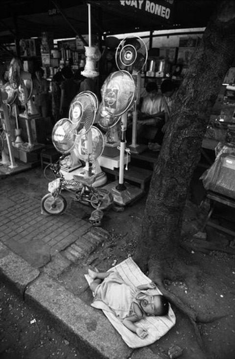 Giấc ngủ của em bé Sài Gòn năm 1988