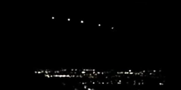 Vật thể khổng lồ và chùm sáng xuất hiện trên trời đêm bang Arizona cách đây 20 năm vẫn chưa có lời giải hợp lý.