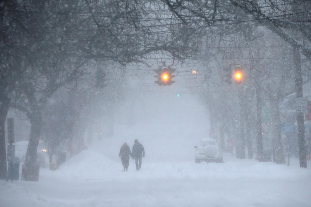 Một cơn bão tuyết ập vào bờ Đông nước Mỹ trong những ngày qua, khiến cuộc sống của người dân bị đảo lộn.