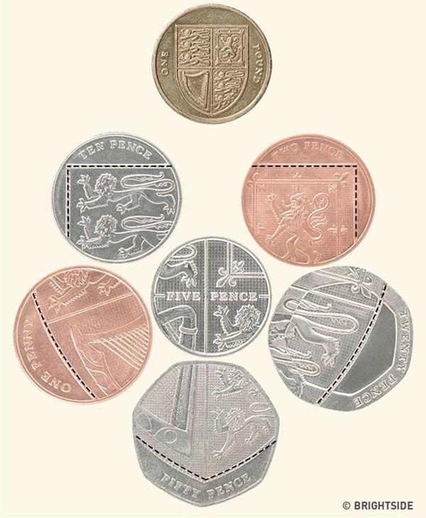 Nếu gộp những đồng xu Anh vào cạnh nhau, bạn sẽ thấy xuất hiện biểu tượng của huy hiệu Hoàng gia.
