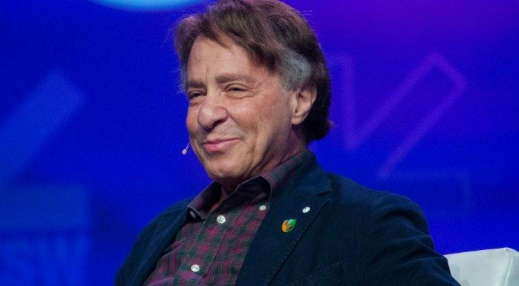 Ray Kurzweil tỏ ra lạc quan và mong chờ singularity thay vì lo sợ nó như nhiều nhà khoa học khác