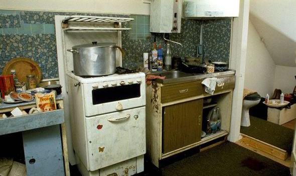 Một góc trong căn hộ chứa hàng chục xác chết của Dennis Nilsen.