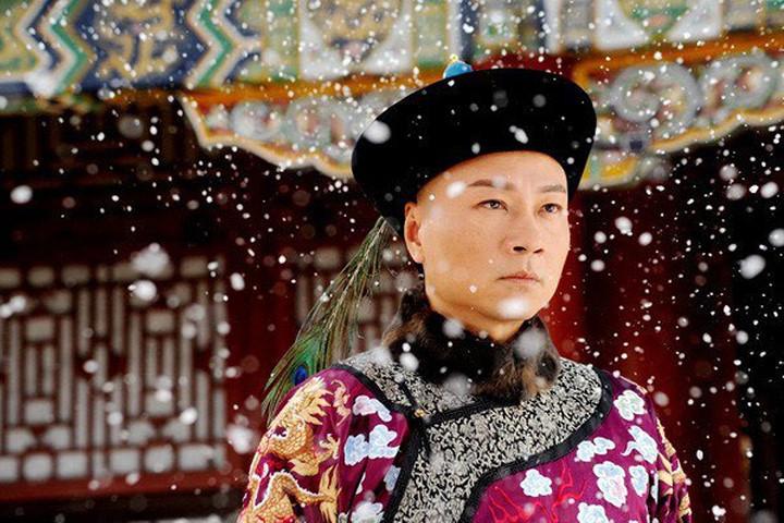 Ngay từ bé hoàng thượng thường gần gũi thái giám, nhũ mẫu hơn là phụ hoàng, phụ mẫu.