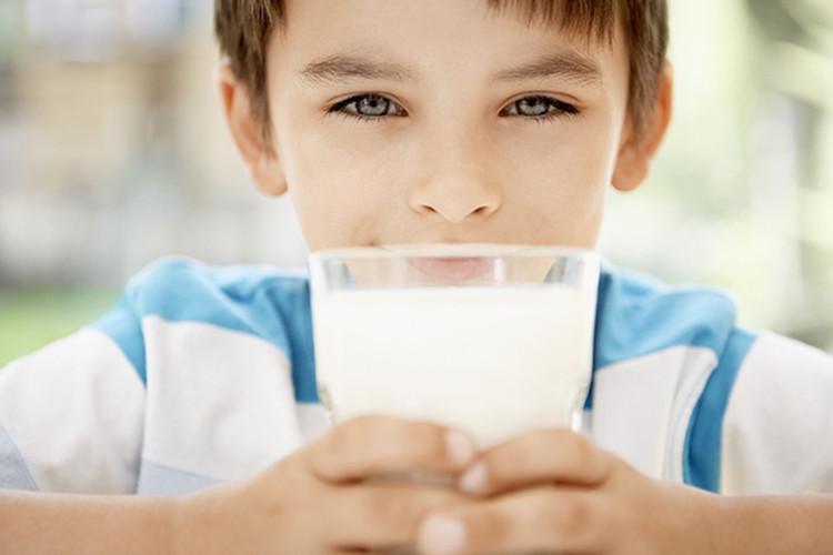 Sữa là một nguồn protein và calo dồi dào – đó là những chất cần thiết cho trẻ nhỏ.