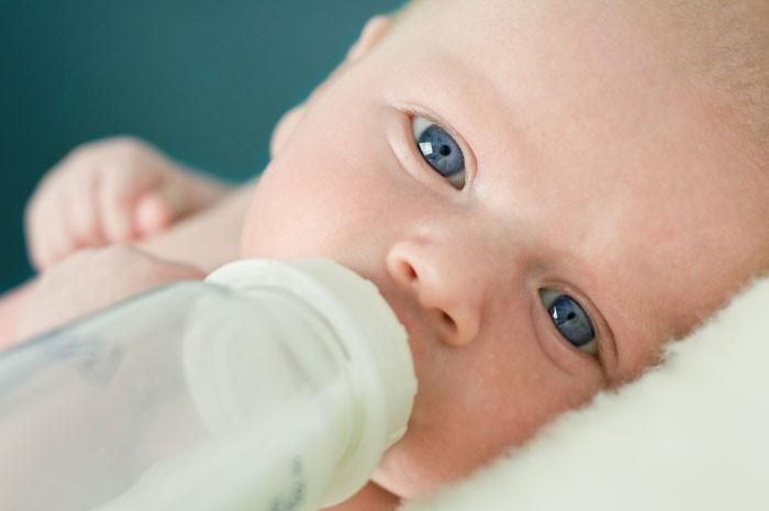 Nếu con bạn ghét vị sữa hoặc gặp vấn đề với việc tiêu hóa sữa, thì bạn không nên ép chúng.