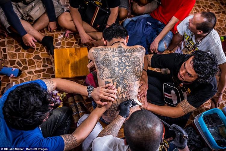 Người dân Thái Lan quan niệm rằng, nếu xăm hình gì trên người thì chủ nhân sẽ có đặc điểm của hình xăm đó.