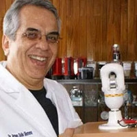 Mexico phát minh ra pin vĩnh cửu, bật sáng đèn pin trong 100 năm
