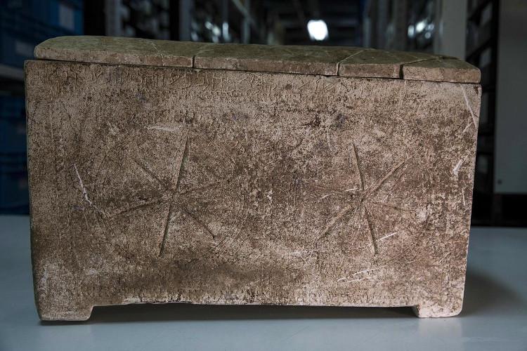 """Quan tài cổ có khắc tên """"Yeshua"""" (Jesus) bằng chữ Do Thái."""