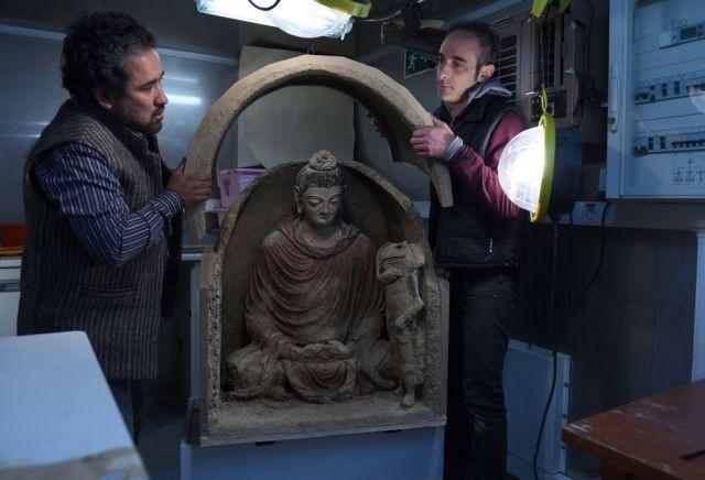 Bức tượng Phật trông sống động như thật, khiến người xem không khỏi xúc động.