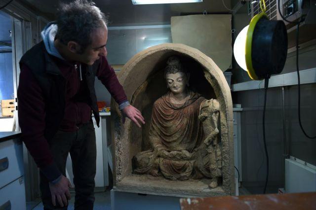 Bức tượng Phật hoàn toàn không bị hư hại gì.