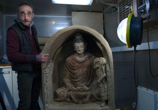 Bức tượng cổ này được làm bằng vật liệu gồm đất sét, gỗ và rơm.