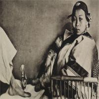 Những xu hướng làm đẹp kinh dị từng làm phụ nữ thời xưa điên đảo