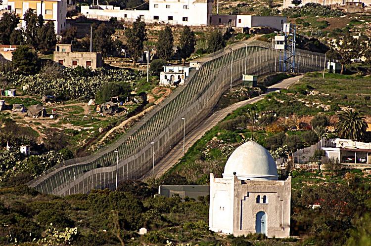 Đường biên giới Melilla thuộc Tây Ban Nha – Maroc