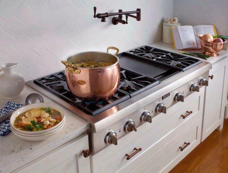 Khi đun nấu, nếu thấy cần thiết mới thêm nước. Nếu không, thời gian đun nước sôi sẽ kéo dài, lãng phí hơi gas.