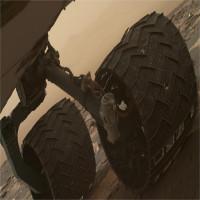 Robot thăm dò của NASA bị đá sao Hỏa cứa rách bánh