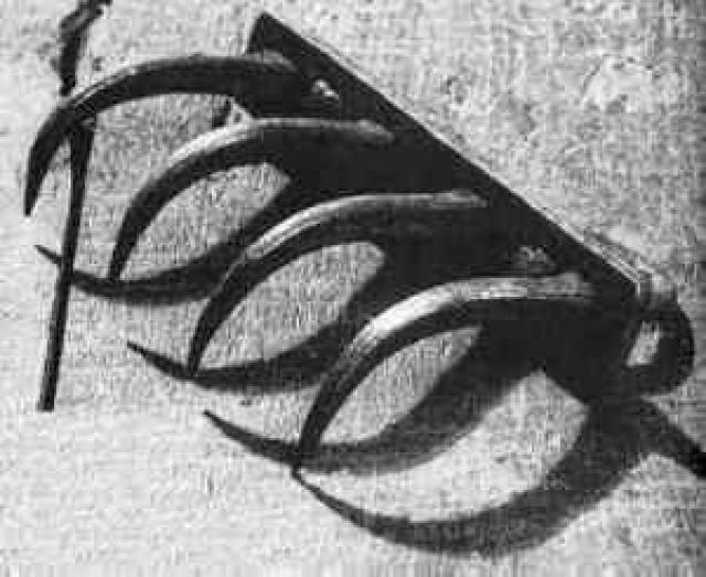 Móng vuốt của quỷ là một thiết bị tra tấn được sử dụng để phân hủy thịt người.