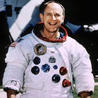 Phi hành gia tàu Apollo 12 nói về người ngoài hành tinh
