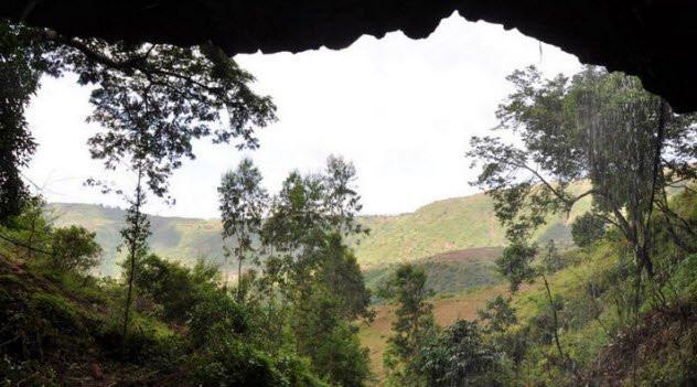 Một hang động ở Châu Phi.