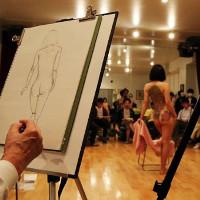 Tại sao lớp học vẽ mẫu thật sẽ khiến bạn cảm thấy lạc quan hơn?