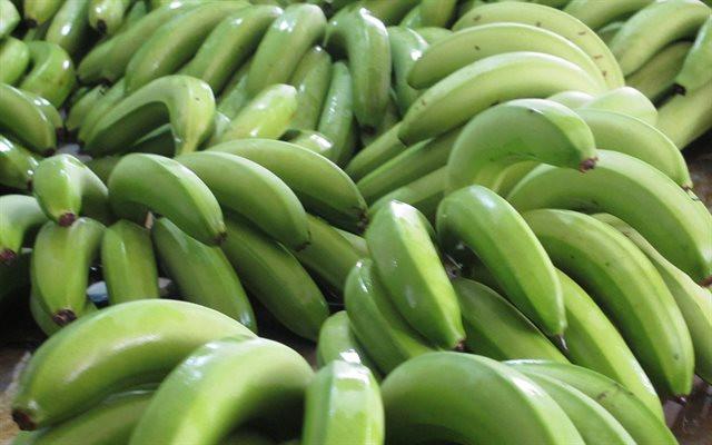 Chuối xanh giàu kháng tinh bột, chất khoáng và vitamin.