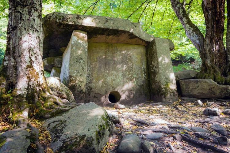 Những ngôi mộ tuy nhỏ nhưng có khối lượng vô cùng lớn ở Nga.